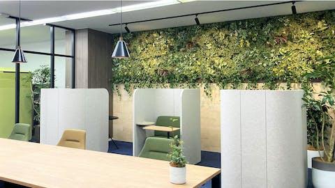 【オフィスの施工例】見た目の印象に加え、空間に癒し効果を与える事で好評頂きました。