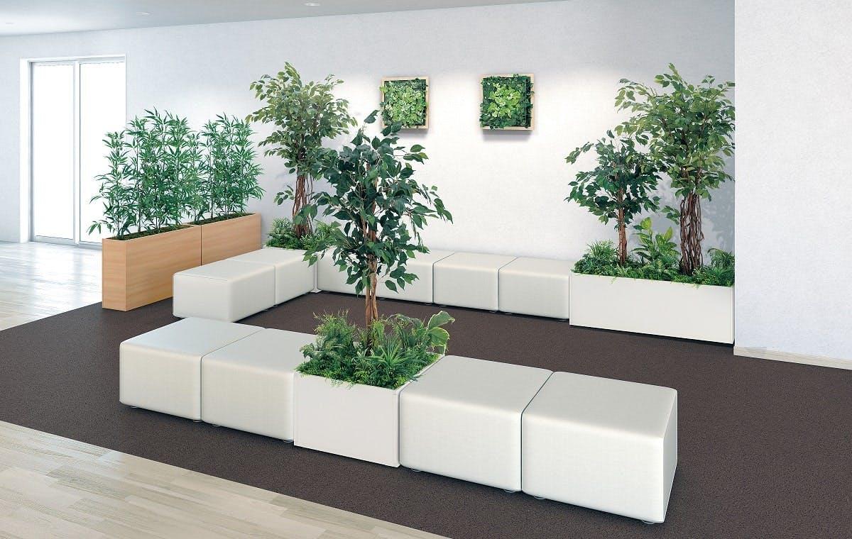 人工樹木の休憩スペース事例